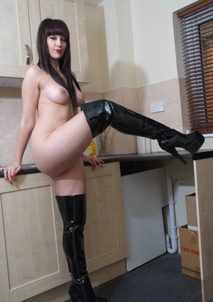 Huge Tits and Boots Pics