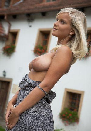 Huge Tits Outdoor Pics
