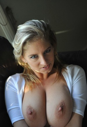 Huge Tits and Nipples Pics