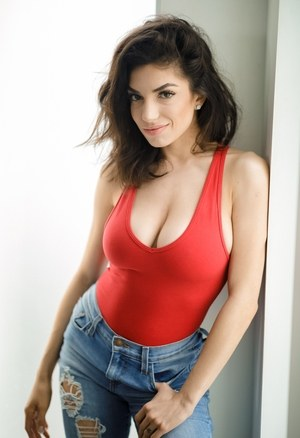 Huge Tits and Jeans Pics
